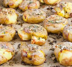 Rosemary-Garlic Smashed Potatoes - Baked In Potato Dishes, Veggie Dishes, Potato Recipes, Side Dishes, Garlic Smashed Potatoes, Portuguese Recipes, Daily Meals, Cooking Time, Easy Cooking
