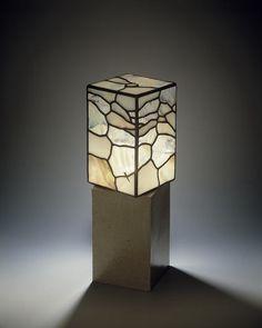 ステンドグラス小口研治のスタイル 陶磁ベースのテーブルランプ