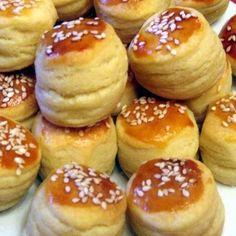Burgonyás-tejfölös pogácsa Recept képpel - Mindmegette.hu - Receptek Hamburger, Bread, Food, Brot, Essen, Baking, Burgers, Meals, Breads
