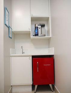 Copa Mini Kitchen, Doctor Office, Bathroom Medicine Cabinet, Decoration, Kitchen Cabinets, Room Decor, Interior Design, Storage, Furniture