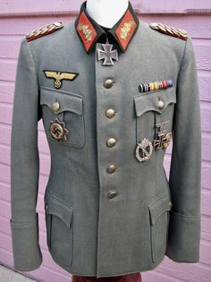 Ww2 Uniforms, German Uniforms, German Soldiers Ww2, German Army, Army Ranks, Military Dresses, Military Modelling, Army Uniform, Military Fashion