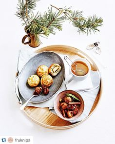 Æbleskiver with camembert and preserved figs in port and warm spices.