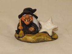 Bruja de la Suerte . Material empleado: Pasta cerámica. Pintado a mano. Precio: 6 € http://www.artesania-alla.es