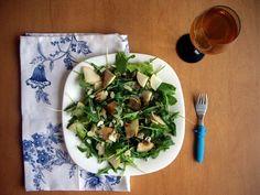 салат:груша, руккола, мята, миндальные листочки, заправка---бальзамик---75 ккал холодный травяной чай
