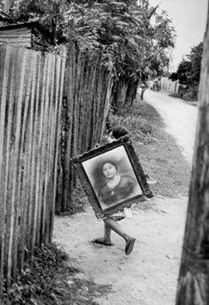 Mexico City (Photo by Henri Cartier-Bresson) Henri Cartier Bresson, Magnum Photos, Candid Photography, Street Photography, Urban Photography, Color Photography, Digital Photography, Art Beauté, Photographer Portfolio