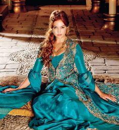 Meryem Uzerli: Turkish-German Actress Meryem Uzerli is an actress and model who has a German mother and a Turkish father. Meryem Sarah Uzerli is a Turkish-German actress born on August 1983 in. Photo Tours, Meryem Uzerli, Turkish Fashion, Kimono Top, Sari, Gowns, Actresses, Female, My Style