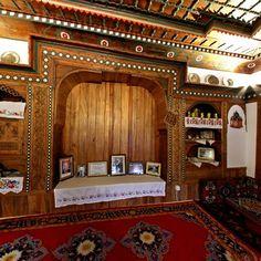 Hürrem dayı evi/Karaman/// Karaman İl Merkezinde yer alan Hürrem Dayı Evi, Geleneksel Türk Ev Mimarisinin Anadoludaki en güzel örneklerinden birisidir. 300 yıla yakın geçmişi ve ahşap ve kalemişi süslemeleriyle ziyaretçilerine keyifli bir tarihi yolculuk yaptırmaktadır.