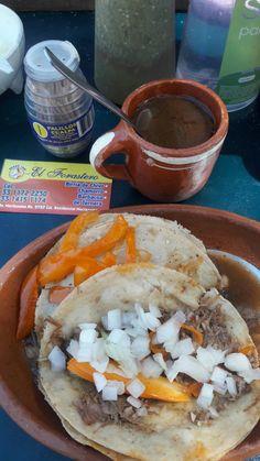 El Forastero. Tacos de Birria de Ternera y Consome. Zapopan, Jalisco.