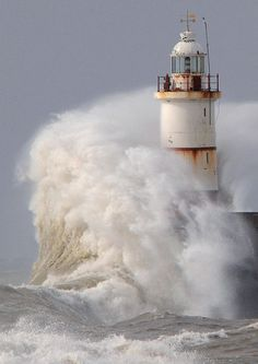 Lighthouse in high waves photos are so stunning. How can it hold up to the waves? All Nature, Amazing Nature, Beautiful World, Beautiful Places, Amazing Places, Fuerza Natural, Cool Pictures, Cool Photos, Beautiful Pictures