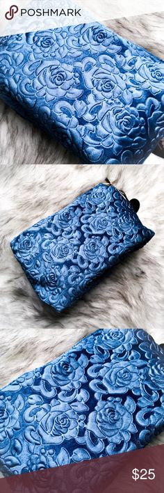 🆕 the floral velvet makeup bag • style name: the floral velvet makeup bag • color: sea blue • embossed floral velvet makeup bag • luxe gold hardware • 1 large compartment • perfect for gifting! • condition: brand new boutique item ____________________________________________________ ✅ make an offer!     ✅ i bundle! ✅ posh compliant closet ⛔️ no trades 🛍 boutique item THE EDGY SHOP Bags Cosmetic Bags & Cases