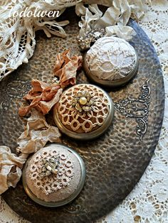 Todolwen : Pocket watch pincushions. What a clever idea!
