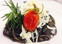 Linguine al nero di seppia con caciocavallo fresco | Food Loft - Il sito web ufficiale di Simone Rugiati