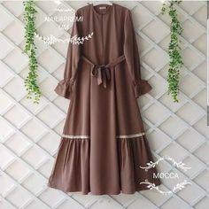 Jb NAILA PREMIUM AQ02 Cocok sekali buat di pakai sehari hari. Baju ini khusus buat kalian yang p... Abaya Fashion, Muslim Fashion, Modest Fashion, Fashion Dresses, Modest Dresses, Girls Dresses, Hijab Style Dress, Mode Abaya, Muslim Dress