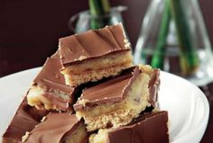 Πανεύκολο γλυκάκι ψυγείου με κρέμα καραμέλας και γλάσο σοκολάτας. - Synrages-matinas.gr Cookie Recipes, Dessert Recipes, Desserts, Short Bread, Kai, Caramel, Biscuit Bar, Twix Bar, Sweet Cookies