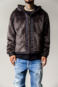 7_1 jacket ¥84,000 tee ¥3,700 denim ¥39,000
