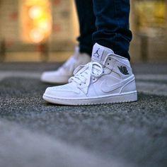 Chaussures de Basket pour Homme NIKE AIR JORDAN 1 MID BLANCHE #BASKET #JORDAN DISPO SUR basket-bordeaux.fr