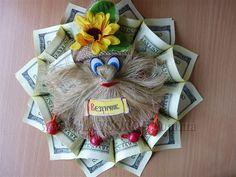 Портрет горожанина: житель Славянска - бывший матрос и нынешний предприниматель, делает корабли из долларов - НОВОСТИ - Slavgorod.com.ua Folding Money, Gnomes, Puppets, Paper Flowers, Diy And Crafts, Christmas Crafts, Basket, Gift Wrapping, Dolls