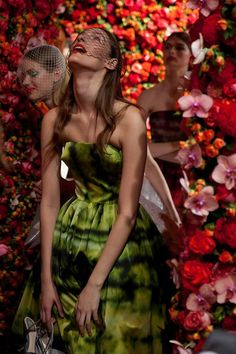 Creative Director Raf Simmons decorated the walls of the Christian Dior Autumn/Winter 2012 Couture Show with 1Million Flowers