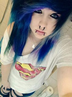 Emo Girl Pierced Purple, Blue and black hair Hot Tattoo Girls, Girl Tattoos, Nu Goth, Pretty Hairstyles, Girl Hairstyles, Scene Hairstyles, Scene Haircuts, Goth Make Up, Style Rock