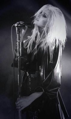Taylor Momsen is God.