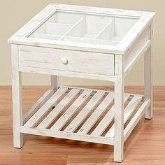 Toller Couchtisch oder Beistelltisch in weiß aus Holz mit einer Glasplatte. Unter der Glasplatte befindet sich eine Schublade mit Deko-Fächern.