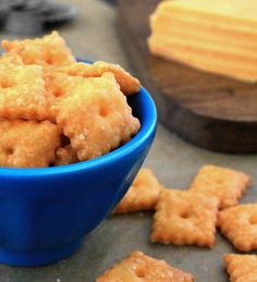 One handful of these light, crispy homemade cheese crackers and you'll wonder why you've been buying the boxed version all these years!  - Everyday Dishes & DIY