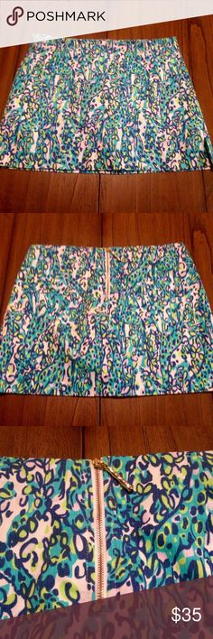"Lilly Pulitzer It's a Stretch Ella Skort Fun and flirty Lilly Pulitzer Ella Skort in the print ""It's a Stretch"". The print features vibrant colors and adorable giraffes. The Skort has an exposed gold zipper with a gold bamboo zipper pull. I wish I could keep it, but it is just a little too snug and deserves a new home! Lilly Pulitzer Skirts Mini"