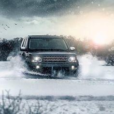 "800 aprecieri, 5 comentarii - Land Rover Deutschland (@landroverde) pe Instagram: ""Er bekommt keine kalten Füße. 📸:@car_delight #landrover #discovery #snow #winter #tbt #throwback…"""