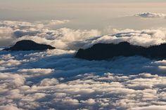 El mar de nubes en la Caldera de Tirajana / Sea of Clouds in Caldera de Tirajana - Gran Canaria by El coleccionista de instantes, via Flickr
