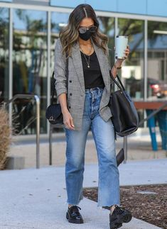 Jessica Alba Outfit, Jessica Alba Style, 20s Fashion, Fashion Outfits, Casual Outfits, Celebrity Outfits, Celebrity Style, Look Oxford, Effortlessly Chic Outfits