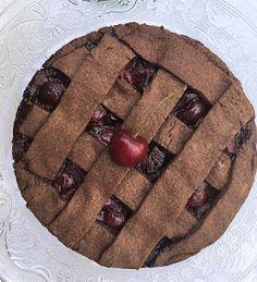 """""""La signorina Felicita ovvero la felicità"""": Crostata al cacao con cioccolato e ciliegie"""