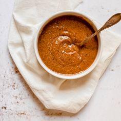 Certaines préparations pâtissières ont l'art et la manière de mettre l'eau à la bouche comme la mousse au chocolat, la crème chantilly ou encore le divin praliné maison. Mélange d'oléagineux et de caramel, star du Paris-Brest, cette pâte mixée ajoute une bonne dose de réconfort partout elle passe.