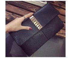 Szykowna kopertówka ze złotymi dodatkami Czarna #jakatorebka #kopertówka #torebka #bag #clutchbag