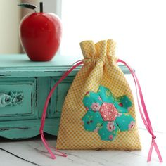 Retro Mama hexie drawstring bag
