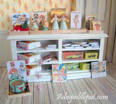ENVÍO GRATIS. Mostrador de tienda con juguetes por AdayinLilliput