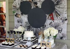 mickey mouse birthday party ideas Character-based birthday parties can be tricky if you dont want to go with ultra-bright colors and store-bought decor. This soph Mickey Mouse Vintage, Fiesta Mickey Mouse, Classic Mickey Mouse, Mickey Mouse Clubhouse Birthday, Mickey Mouse Parties, Mickey Party, Mickey Mouse Birthday, Pirate Party, Vintage Disney