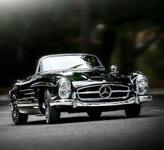 Awesome Mercedes 2017: Met je haren wapperend door de wind en je blik op oneindig touren waar je maar w... horsepower Check more at http://carsboard.pro/2017/2017/01/08/mercedes-2017-met-je-haren-wapperend-door-de-wind-en-je-blik-op-oneindig-touren-waar-je-maar-w-horsepower/
