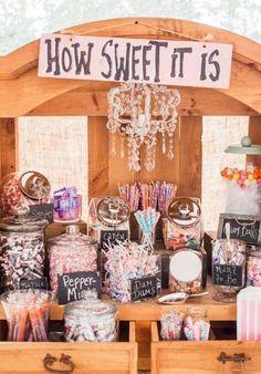 Sweet 16 candy - Candy bar wedding - Sweet 16 themes - Wedding candy - Love is sweet - Sweet s - Cl Birthday, Sweet 16 Birthday, Birthday Parties, Birthday Candy Bar, Birthday Table, 17th Birthday Gifts, Sweet 16 Themes, Sweet 16 Food Ideas, Bar A Bonbon
