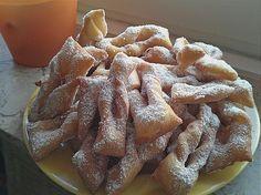Zutaten     300 g  Mehl  50 g  Zucker  50 g  Butter  2  Ei(er)  100 g  Sahne  1 1/2 TL  Backpulver  1 Prise(n)  Salz  1 EL  Zitro...