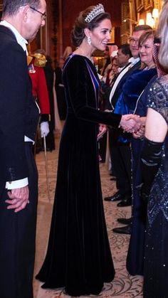 The Queen, The Prince of Wales, The Duchess of Cornwall, The Duke and Duchess of Cambridge attended the annual Diplomatic Reception at Buckingham Palace December)👑 Prince William And Catherine, William Kate, Duchess Of Cornwall, Duchess Of Cambridge, Diana, Kate And Meghan, Catherine The Great, Kate Middleton Style, Royal Fashion