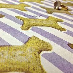 ビンテージテイストなクッキー柄のペーパー  #wrappingpaper #textile #Cookies #Dogs