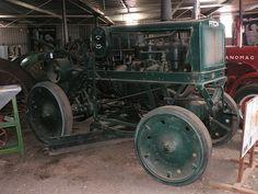 1929 Fitch 4 wheel drive tractor with grader blade at Gunnedah Rural Museum, Gunnedah, Australia. Antique Tractors, Vintage Tractors, Old Tractors, Vintage Farm, New Tractor, Engin, Boy Toys, Four Wheel Drive, Hard Work