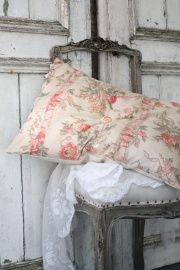 Oud kussen Old Pillows, Cushions, Throw Pillows, Pillow Fabric, Pillow Cases, Fabrics, Cottage, Bed, Home