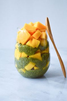 Enjoy this dessert-like snack that pairs sweet mango and grassy matcha! Full of all the nutritional benefits of matcha, this recipe is also vegan, gluten free, grain free, and mostly raw. Best Chia Pudding Recipe, Mango Chia Seed Pudding, Pudding Recipes, Tea Recipes, Raw Food Recipes, Vegetarian Recipes, Healthy Recipes, Vegan Meals, Post Workout Food