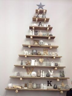 22 Contemporary Christmas tree ideas for you 50 Diy Christmas Decorations, Creative Christmas Trees, Pallet Christmas Tree, How To Make Christmas Tree, Alternative Christmas Tree, Christmas Projects, Christmas Holidays, Holiday Decor, Xmas Trees