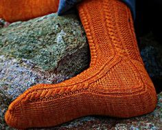 Paper moon socks. I love these socks, but too daunting for me. Free pattern by…