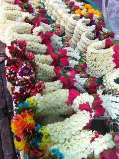 Bangkok's Pak Khlong Talaat flower m Bangkok Travel, Thailand Travel, Thailand Adventure, Flowers For Sale, Laos, Temple Wedding, Garland Wedding, Flower Garlands, Flower Market