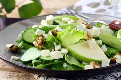 Salade de laitue, pacanes grillées