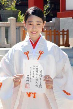 日枝神社の広報大使に任命された高橋ひかる=13日、東京・永田町