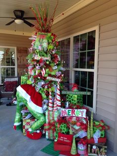 Celebrate your Christmas Party in Grinch style. Here are Best Grinch Themed Christmas Party Ideas from Grinch Christmas decor to Grinch Inspired recipes etc Cardboard Christmas Tree, Cool Christmas Trees, Christmas Tree Themes, Outdoor Christmas Decorations, Green Christmas, Gingerbread Christmas Tree, Whimsical Christmas Trees, Grinch Decorations, Grinch Christmas Party